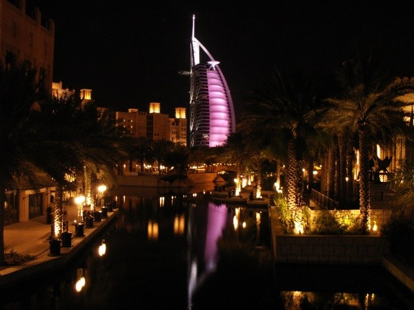 Cathy, Burj Al Arab by night, Niederbronn